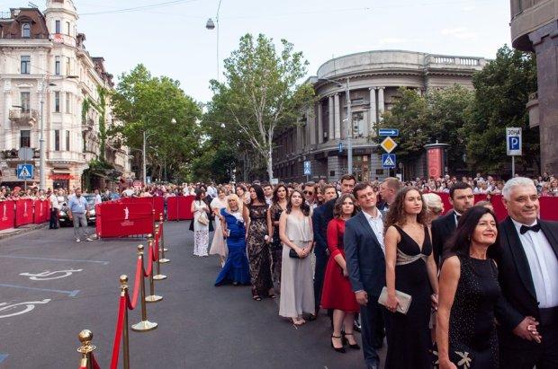 """Посмешище вместо кинофестиваля: ОМКФ превратился в парад """"фриков"""" и цель для шуток"""