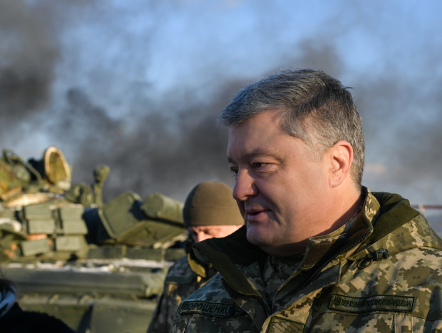 """Сын Порошенко похвастался фото с Донбасса, украинцы в ярости: """"Заценили передовую?"""""""
