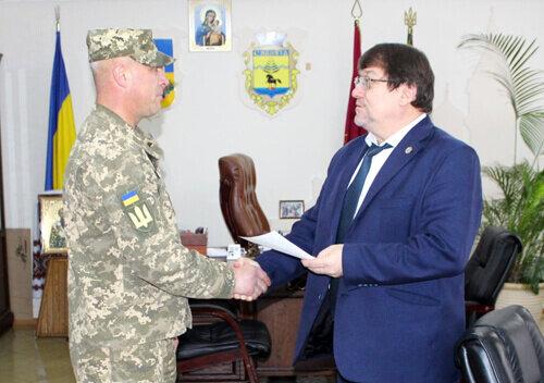 """На Хмельниччині кіборгу віддячили за Донецький аеропорт: """"Це ваш новий дім!"""""""