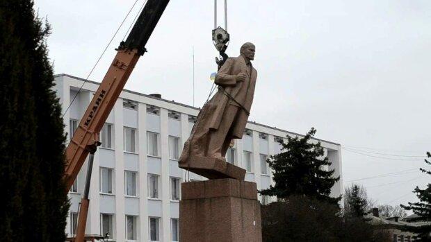 """Декомунізація на кладовищі: в Україні заборонять ховати вісників """"совка"""""""