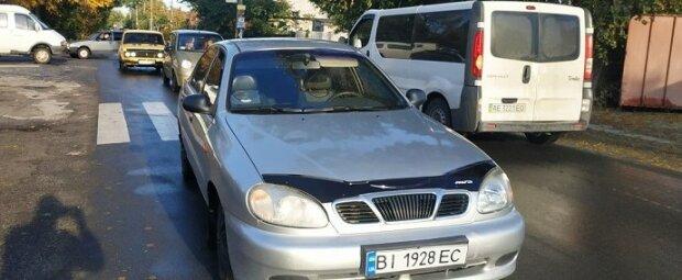 На очах у батьків: у Дніпрі Daewoo збив дівчинку біля школи, кадри з місця НП