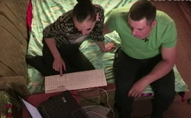 Шахраї в інтернеті, кадр з відео