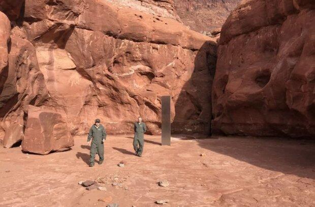 монолит в пустыне, фото dpsnews.utah.gov