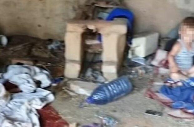"""Горе-мать бросила малышей среди мусора, больно смотреть: """"Хлев для ненужных детей"""""""