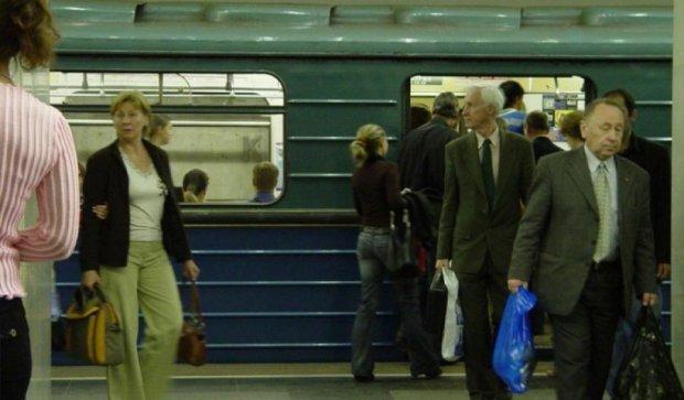 В московском метро запретят работать усачам и бородачам