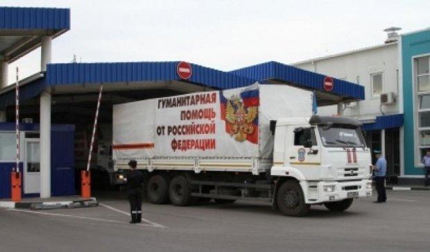 """Очередной """"гумконвой"""" из более сотни грузовиков пересек границу"""