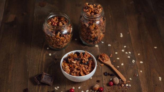 Домашние мюсли с орехами и какао: любимый завтрак не выходя из дома