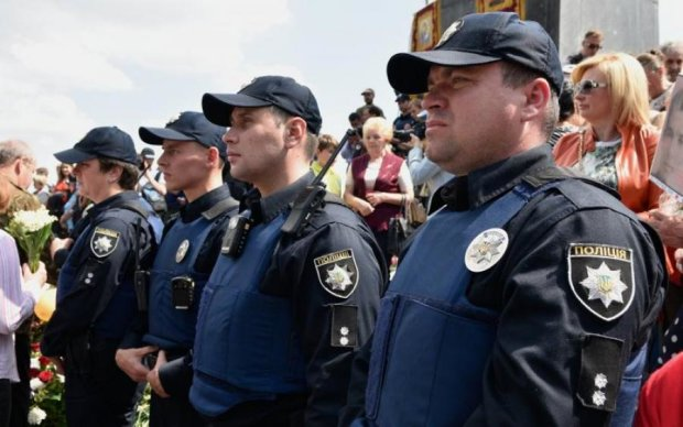 Осторожно, террористы: 12 тысяч копов оцепили Киев