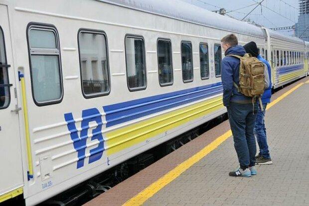 """Душогубка на колесах: """"Укрзалiзниця"""" влаштувала українцям пекельнi вихiднi, моторошне відео"""