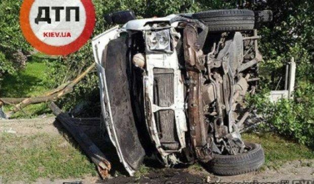 Подросток разбился на угнанном авто