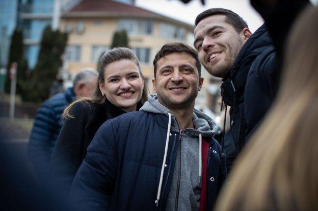 Зеленского обливают грязью перед выборами: украинцы стали горой