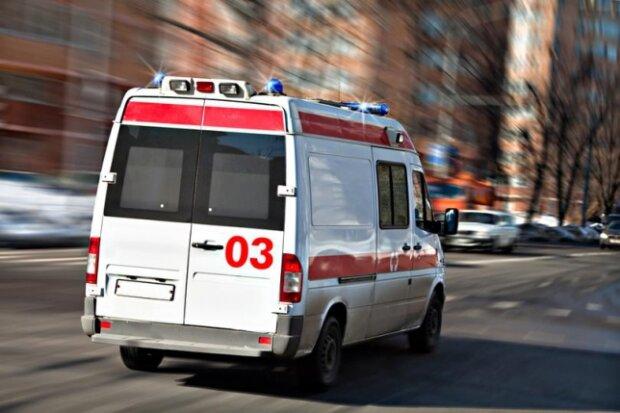 """Труп мужчины обнаружили возле больницы в Харькове: копы заметили странные следы, """"кто-то помог"""""""