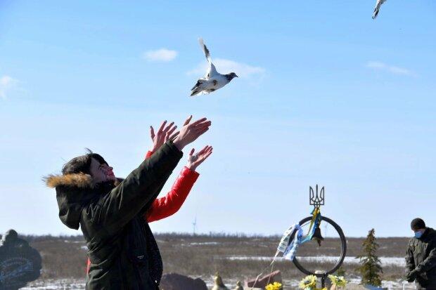 на горі Карачун вшанували пам'ять українських добровольців, фото: штаб ООС