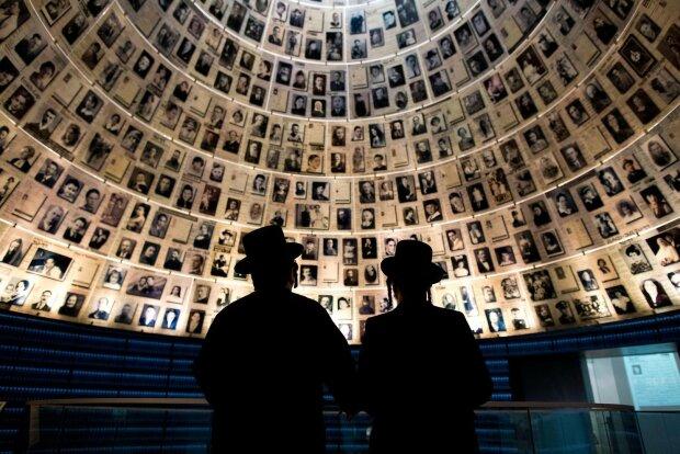 Истребляли миллионы невинных людей: весь мир чтит память жертв Холокоста
