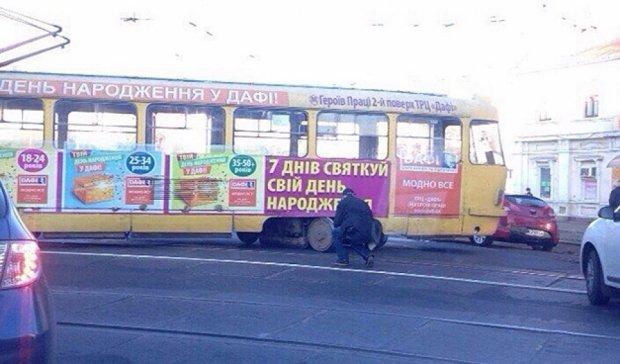 В Харькове трамвай сорвался в дрифт и заблокировал движение (фото)