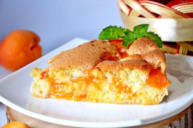 Порадуйте себе королівським сніданком: пиріг з абрикосами та мюслі
