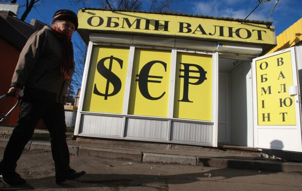 Курс валют на 16 октября: для гривны наступил черный день