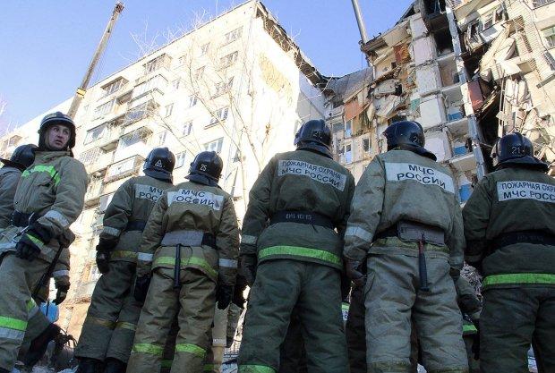В России многоэтажка сложилась, как карточный домик: сотни людей на грани, спасатели делают все возможное