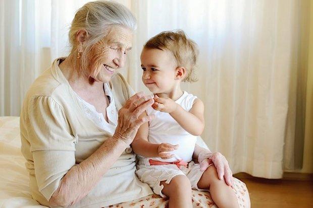 Бабушка пришла с того света, чтобы утешить любимого внука и попалась на камеру