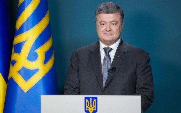Порошенко поздравил украинцев с очередной маленькой победой