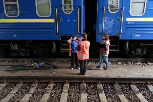Сильні болі та задуха: поїзд Укрзалізниці довіз дітей просто до пекла
