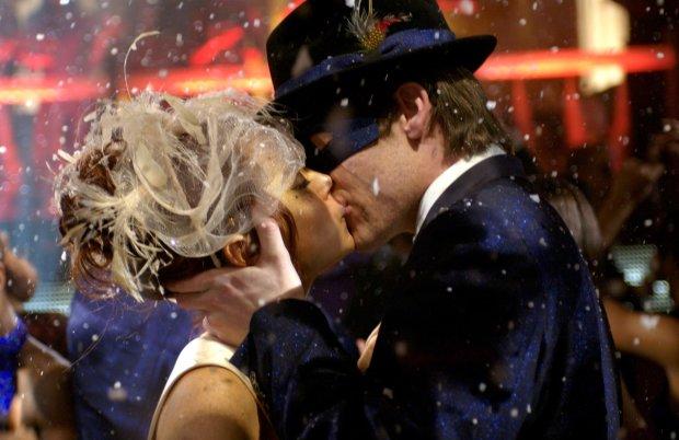 Новогодний интим: как подарить любимой фейерверк чувств