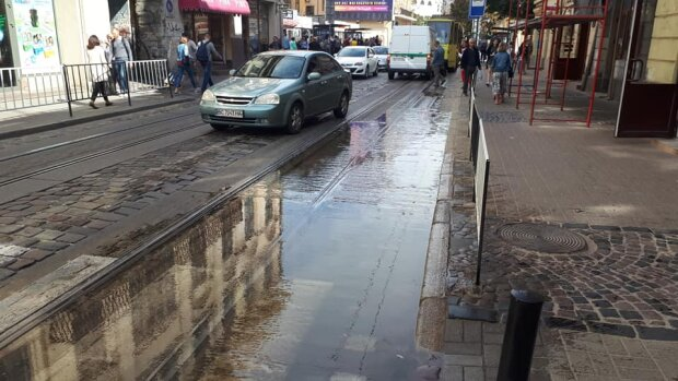 Львів'яни, діставайте гондоли: центр міста перетворився на Венецію, кадри водного Апокаліпсису
