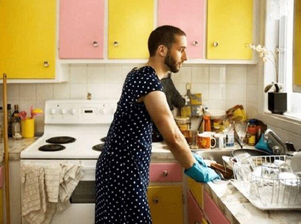 Чоловік у сукні, фото з вільних джерел