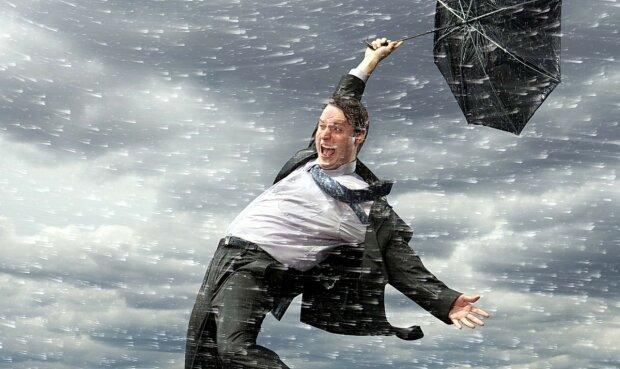 Погода на завтра: на страну надвигается шторм, украинцам лучше отсидеться дома