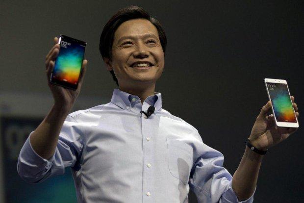 Xiaomi установила мировой рекорд, на этот раз елкой из смартфонов