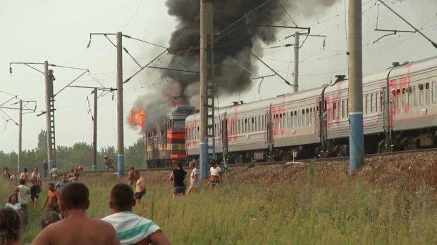 Чудовищное ЧП на железной дороге под Киевом: спасатели съехались со всего города, кадры из самого ада