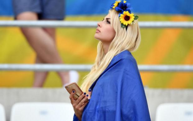 Найвродливіша українська фанатка показала прихильникам спокусливі фото