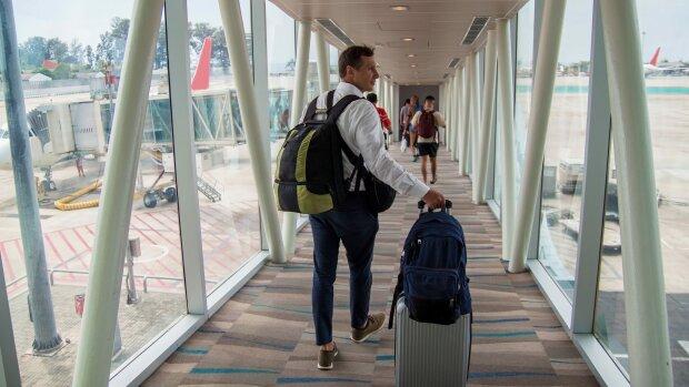 Авіакомпанії можуть відібрати ручну поклажу в пасажирів: що відбувається