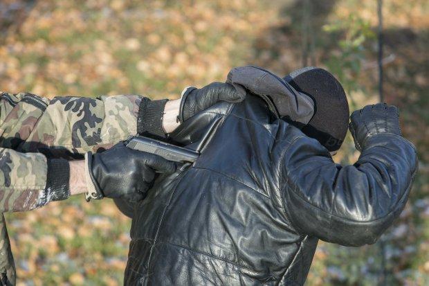 Разыскивают по всему Киеву: вооруженная банда похитила мужчину среди бела дня