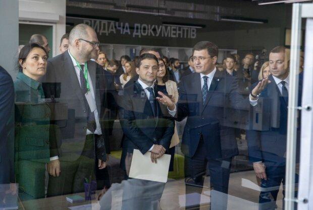"""Зеленский стал первым клиентом гигантского """"Мультицентра"""" в Мариуполе: фото"""