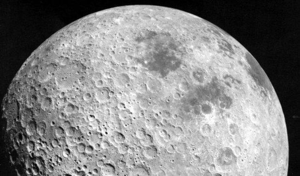 Місяць краде земний кисень
