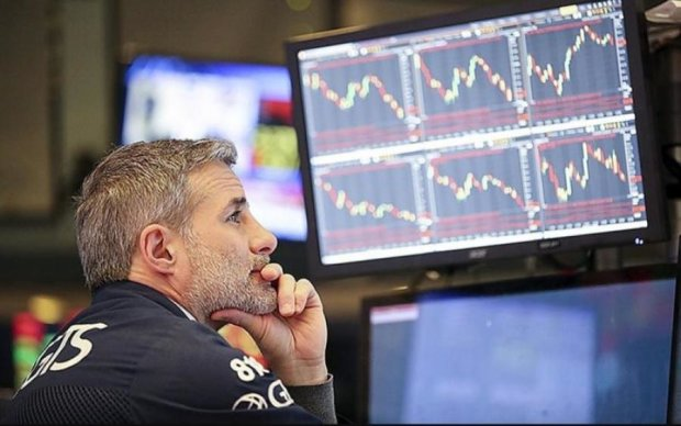 Блокування російських банків в усьому світі: що чекає на рубль