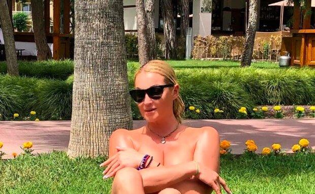Анастасія Волочкова начхала на карантин і влаштувала салон краси в особняку, - хворіють тільки нищуки
