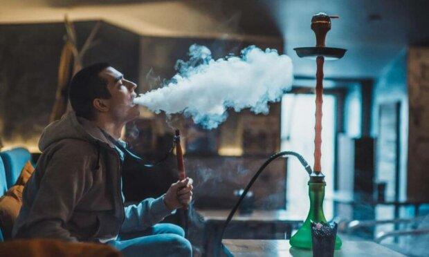 """Вейпи прирівняють до звичайних цигарок: що варто знати любителям """"подиміти"""" про ідею Кабміну"""