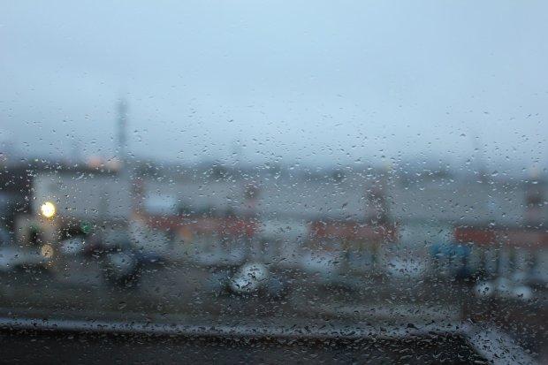Погода на вихідні: примхлива стихія змусить українців сидіти вдома