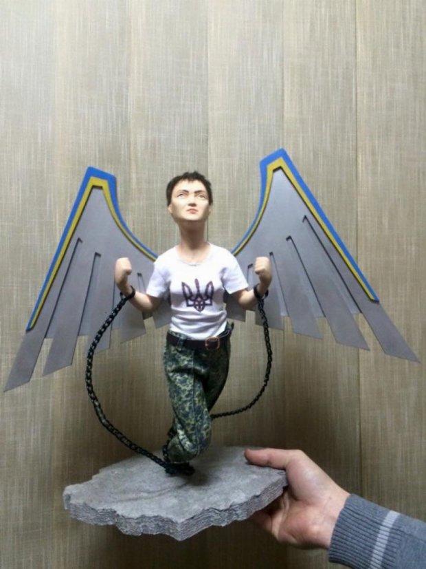 В ПАСЕ передали скульптуру Надежды Савченко