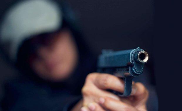 У Дніпрі зрешетили авто прокурора: опубліковано фото