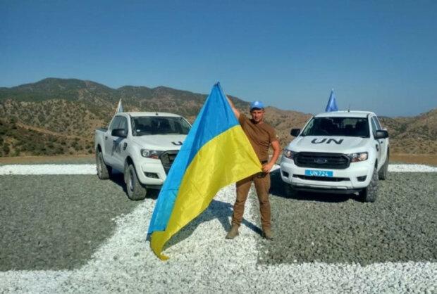 Полицейский-миротворец из Хмельницкой области поднял украинский флаг на Кипре, фото depo.ua