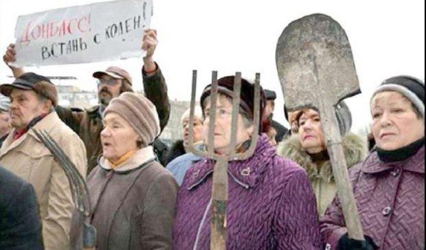 Люди в  окупованому Вуглегірську на межі голодного бунту