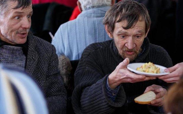 Затримка пенсій, стрибок долара та кредит МВФ: Україна на порозі масштабної катастрофи