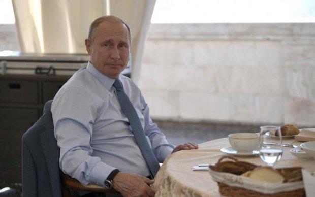 """Фотограф хотел """"тюнинговать"""" Путина, но вышла розовая мумия: фото"""