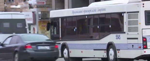 """Запорожских пенсионеров поставили """"на счетчик"""" в маршрутках"""