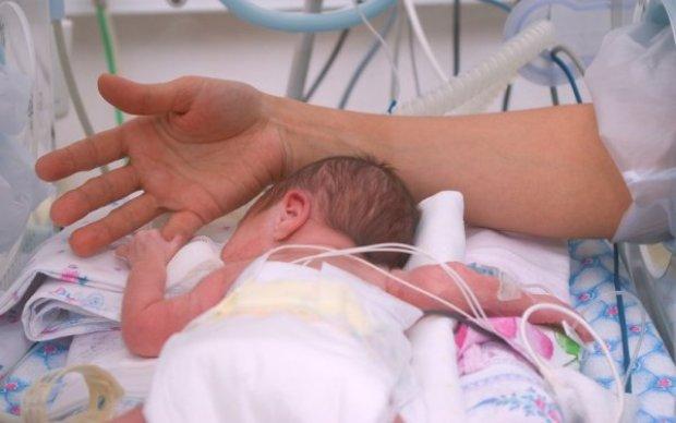 Історія, яка перевернула все: малюк з'явився на світ через 2 місяці після смерті матері