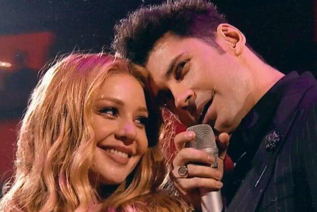 """Кароль и Балан покорили """"M1 Music Awards"""" романтическим дуэтом, один микрофон на двоих: """"Какая-то магия"""""""