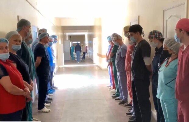 """Львовские медики образовали живой коридор в честь женщины, которая завещала себя на органы: """"Спасла четыре жизни"""""""